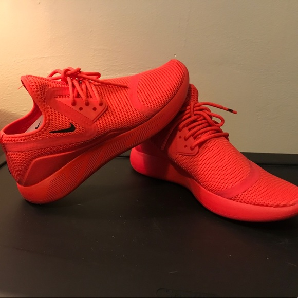 1795580fea All red Nikes size 7. M 5a5e3793739d48f27f3dc5cb